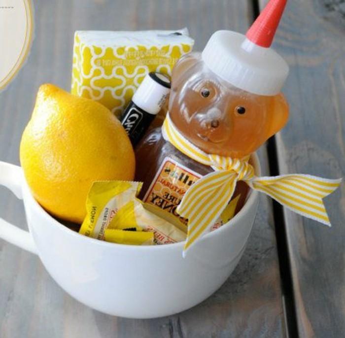geschenke-aus-der-kuche-zitrone-honig-und-karamelle-in-einer-tasse-schenken