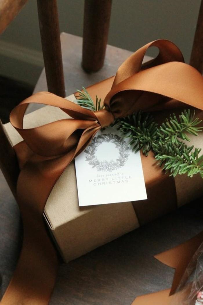 geschenkverpackung-geschenkbox-mit-braune-schleife-zweige