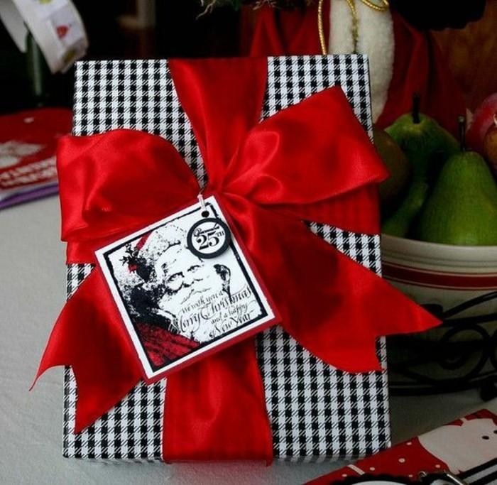 geschenkverpackung-geschenkbox-verpackung-in-weis-und-schwarz-rote-schleife