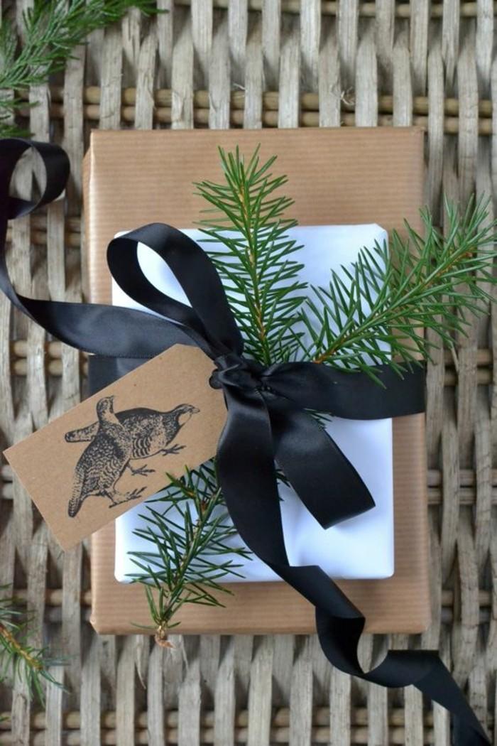 geschenkverpackung-geschenkschachtel-zweige-schwarze-schleife