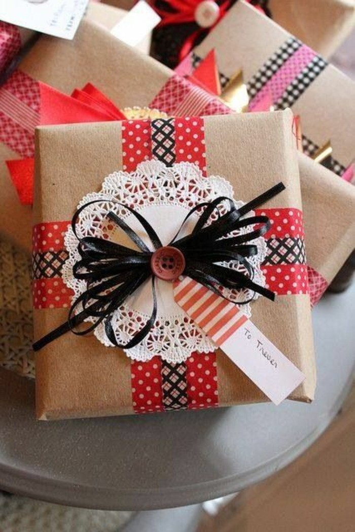 geschenkverpackung-verpackung-basteln-schleife-in-rot-weis-und-schwarz
