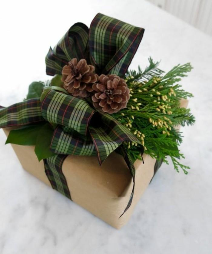 geschenkverpackung-verpackungen-basteln-grune-schleife-zapfen-zweige