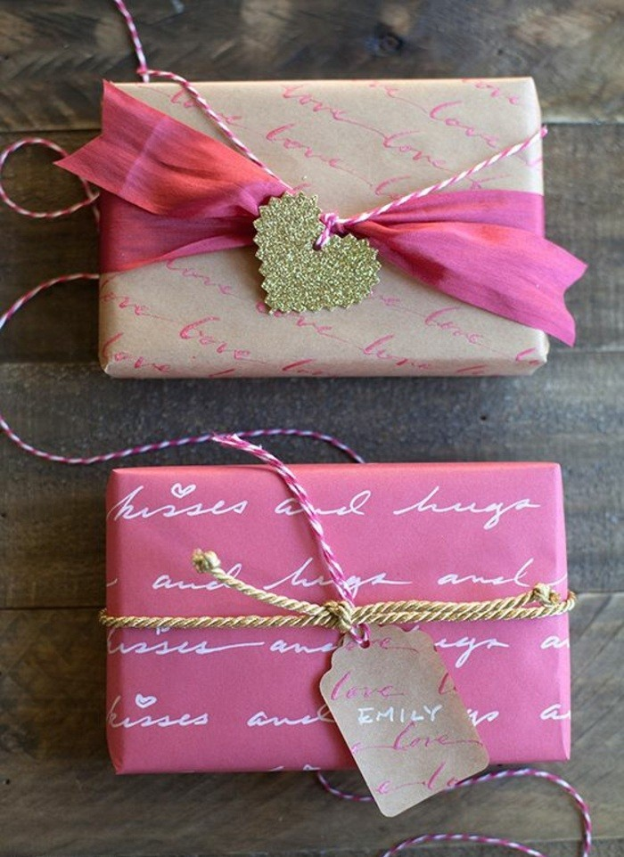 geschenkverpackung-verpackungen-basteln-rosa-schleife-goldenes-herz