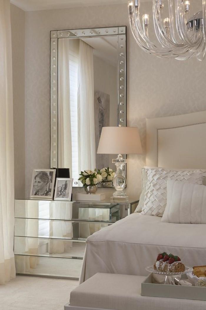 gestaltung-schlafzimmer-eckiger-spiegel-weisses-bett-lampe-fotos