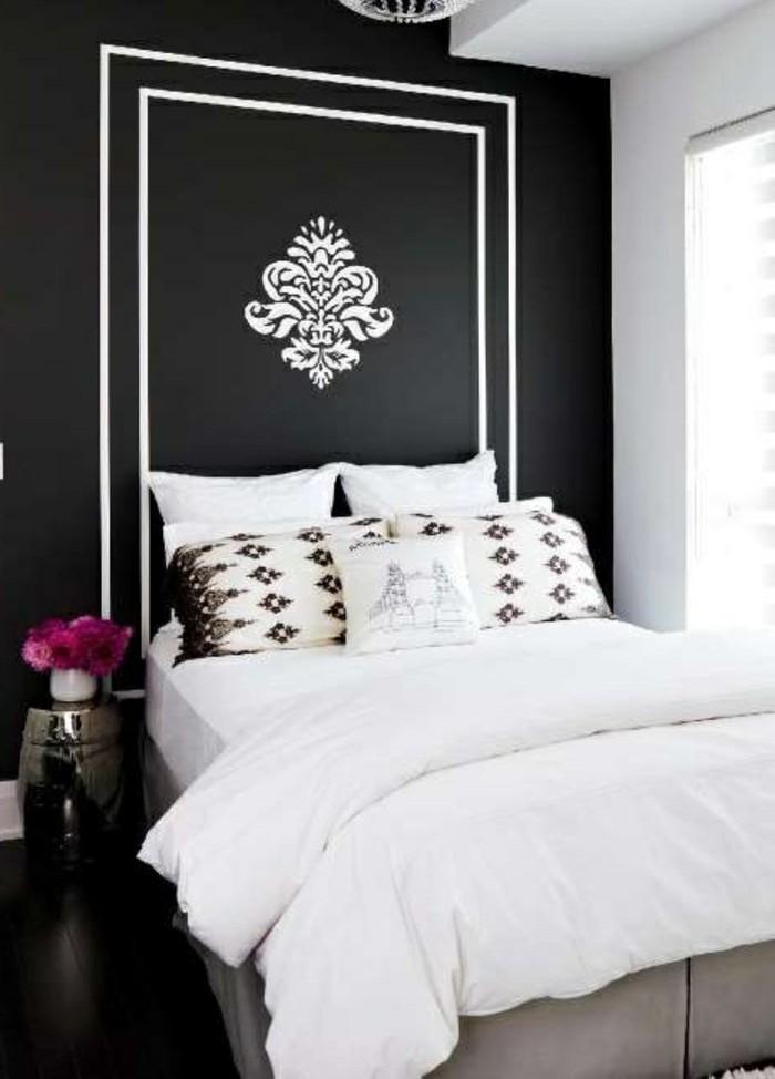 gestaltung-schlafzimmer-schwarze-waende-wandsticker-blumen