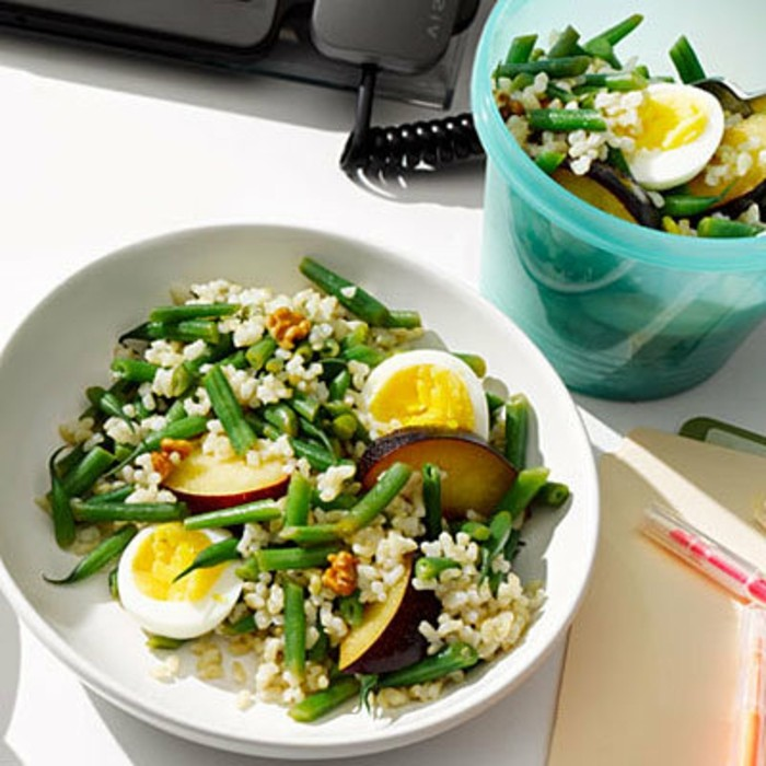 Gesundes-leckeres-Essen-salad-mit-eier-und-reis-leckere-rezepte-tum-abnehmen-leichtes-abendessen