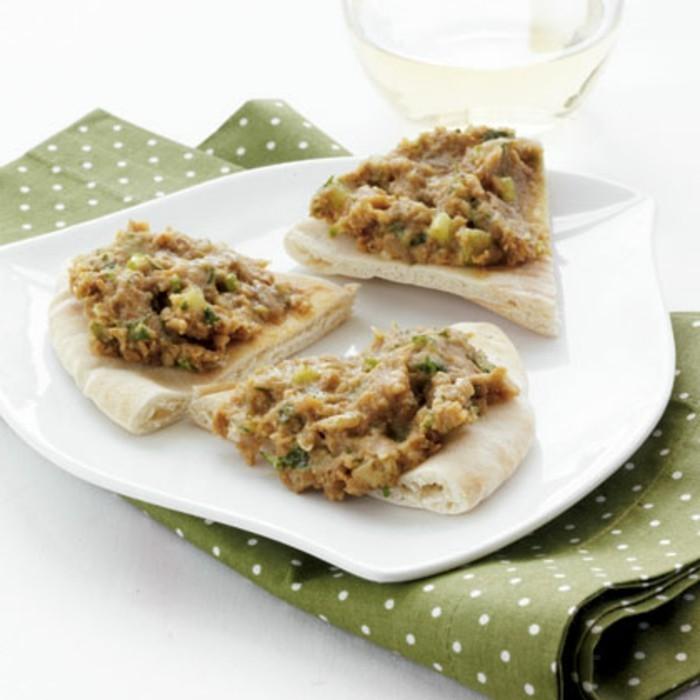 Gesundes-leckeres-Essen-schnelles-mittagessen-brotaufstrich-mit-linsen-und-sonnenblumenkernen