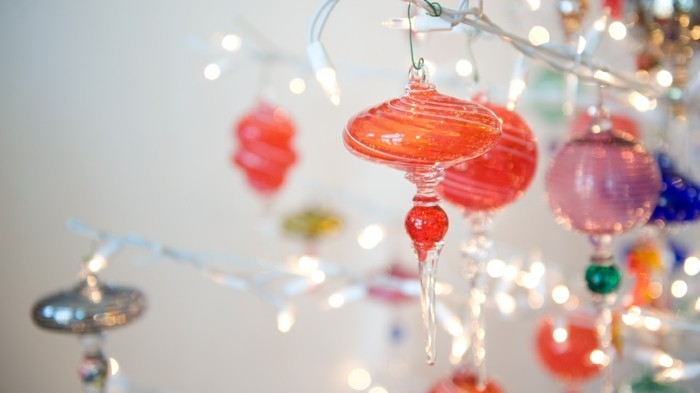 glass-christmas-ornaments-tbd1hnv4