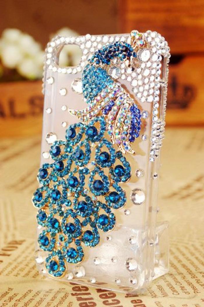 handyhulle-selbst-gestalten-handyhulle-gestalten-mit-diamanten