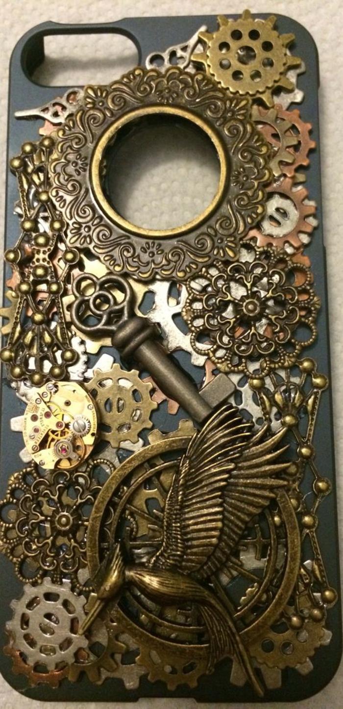 handyhulle-selbst-gestalten-handyhulle-gestalten-mit-dreidimensionalen-elemanten