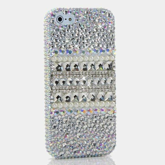 handyhulle-selbst-gestalten-handyhulle-gestalten-mit-perlen-und-diamanten