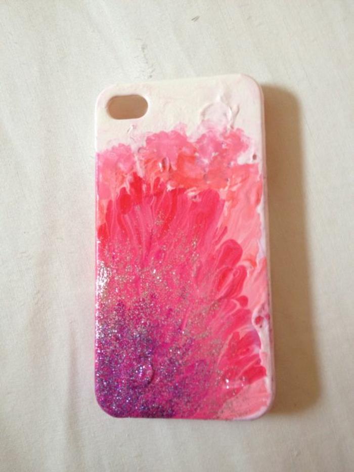 handyhulle-selbst-gestalten-handyhulle-gestalten-mit-rosa-nagellack