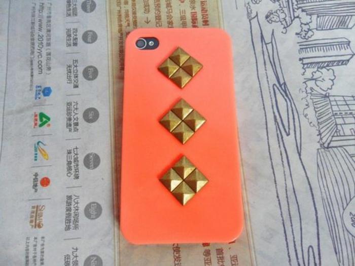 handyhulle-selbst-gestalten-handyhulle-gestalten-orange-hulle-mit-goldenen-elementen