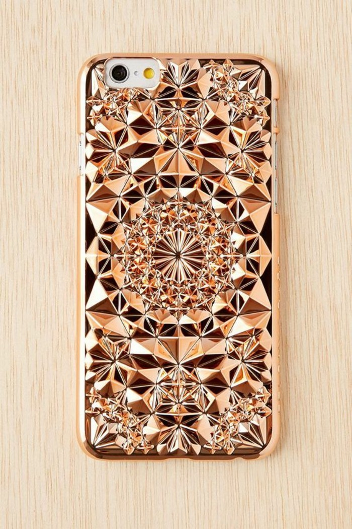 handyhulle-selbst-gestalten-handyhulle-selber-gestalten-mit-goldenen-ornamenten