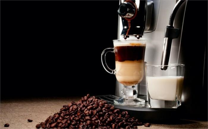 kaffeemaschinen-aromatische-kaffeebohnen-tasse-warme-milch