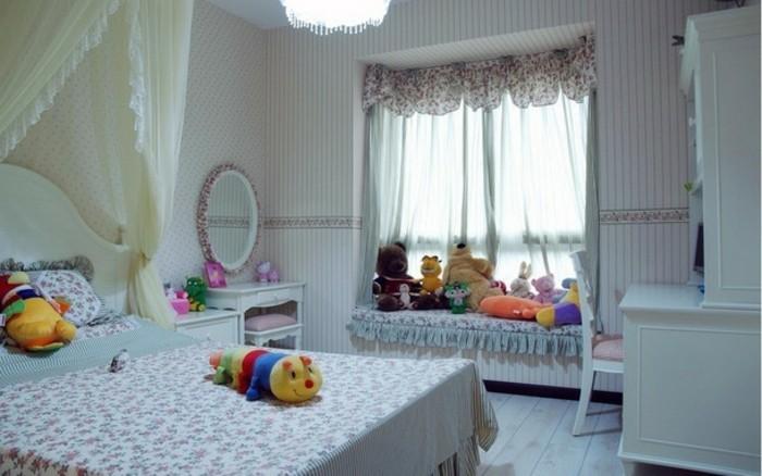kinderzimmer-fensterdeko-fur-kleine-madchen-pluschtiere