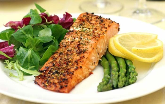 lachsfilet-mit-spargel-zitronen-leichtes-abendessen-kalorienarm-kochen-kalorienarme-rezepte