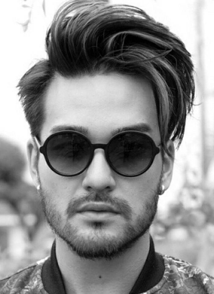 maenner-frisuren-mittellang-fuer-dicke-haare-sonnenbrille-3-tage-bart-und-schnurrbart