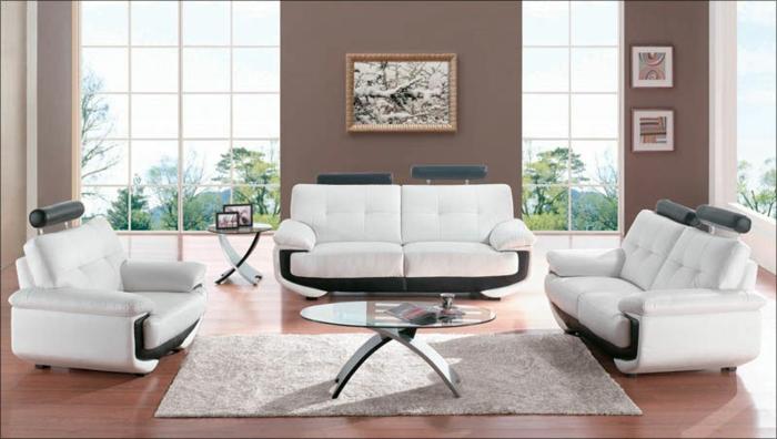 moderne-moebel-ausziehmoebel-wohnzimmer-glastisch-ovale-form-holzboden-plueschteppich-ledermoebel