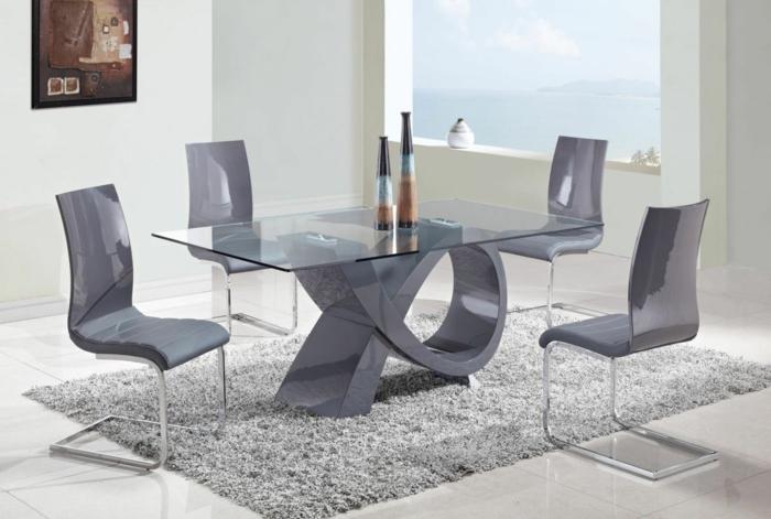 moderne-moebel-esszimmer-luxurioes-einrichten-glastisch-plastick-leder-stuehle-plueschteppich