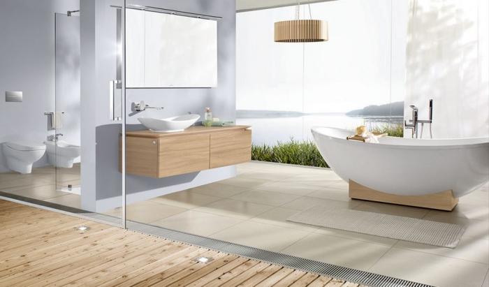 modernes badezimmer bilder, bad in weiß und holz, beige fliesen, boden aus holz, großer fenster, designer badmöbel