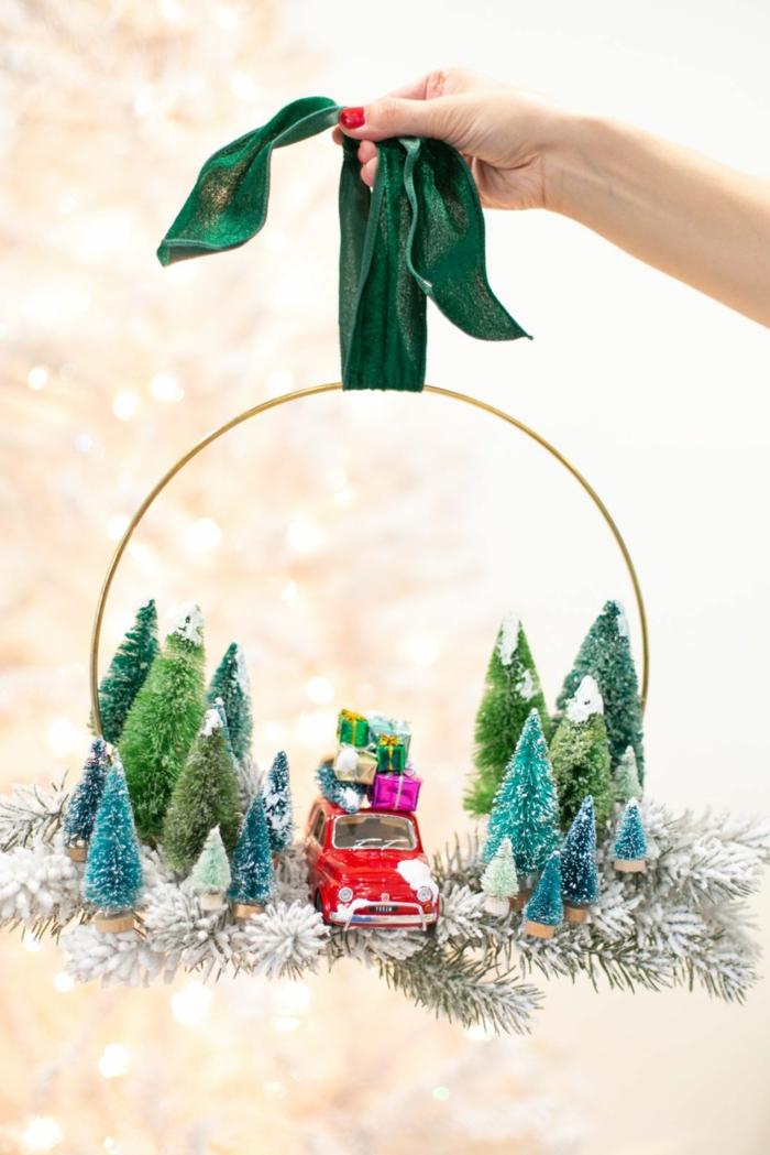 originelle ideen für weihnachtskranz selber machen kranz dekoration kleine tannenbäume autos diy anleitung