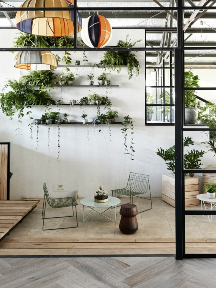 pflanzen-an-der-wand-hangen-pflanzenwohnzimmer-wohndeko-ideen-dekotipps