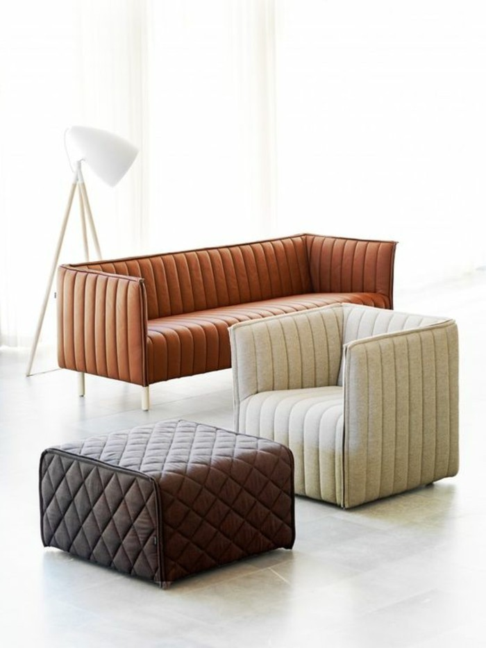 polstermoebel-guenstig-weisser-sessel-dunkelbrauner-hocker-hellbraune-couch-minimalistisches-design