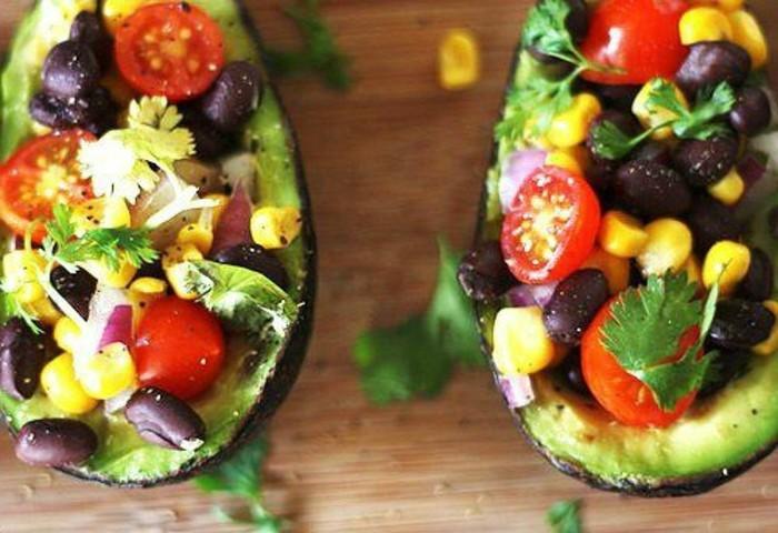 rezepte-mit-avocado-avocado-boote-leichtes-abendessen-kalorienarme-rezepte-kalorienarm-kochen