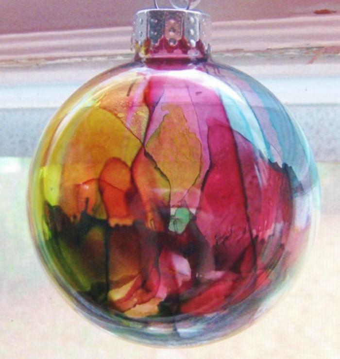 schoener-christbaumkugeln-glas-gefaerbtes-glas-abstrakte-gestaltung-glas-weihnachtsbaum