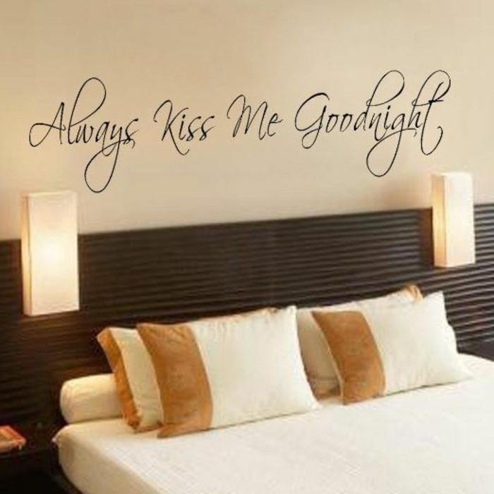 schlafzimmer-deko-beige-bett-lampen-wandsticker