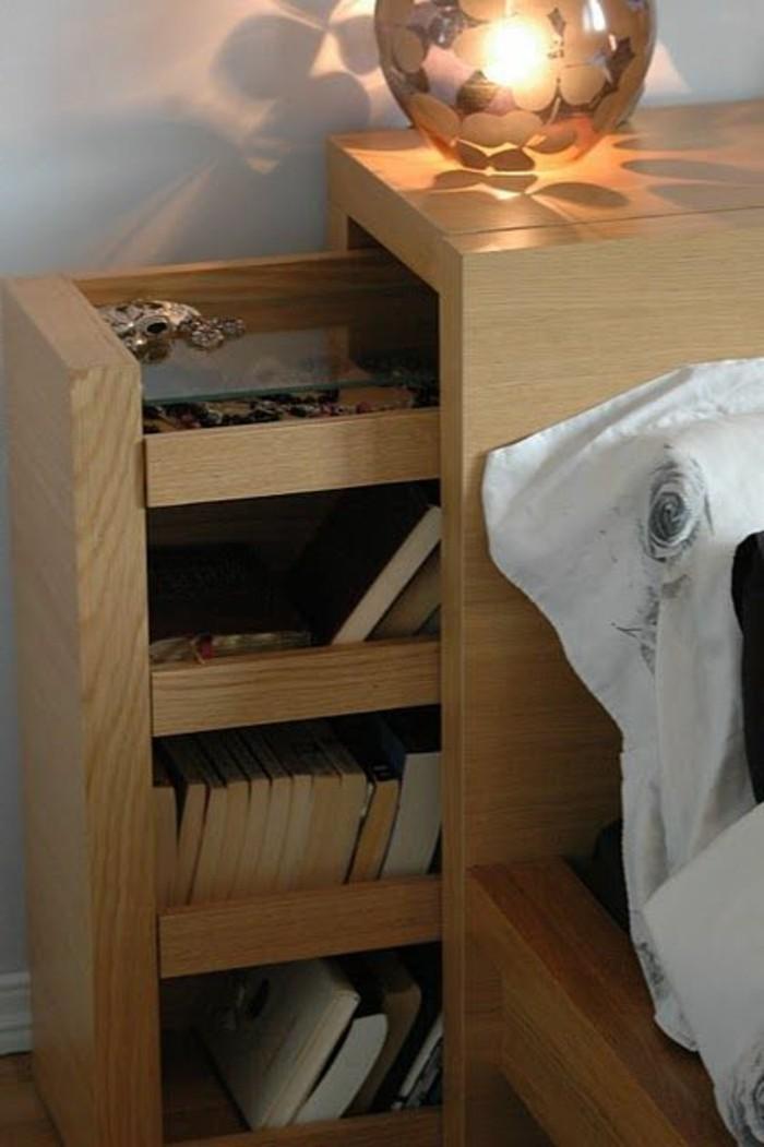 schlafzimmer-inspirationen-bett-aus-holz-mit-schrank-fuer-buecher