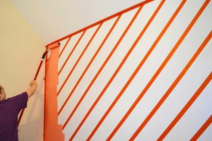 streifen-streichen-mit-malerwalzen-farbroller-diy-faerblich-wand-gestalten-orange-weiss-farbe-wand