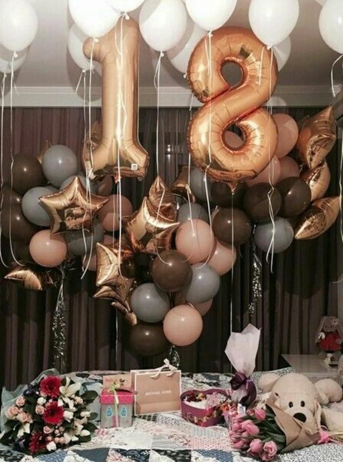 torte-zum-18-geburtstag-geburtstagstorten-party-zum-18-geburtstag-veranstalten-ballons-deko-geschenke-geburtstagstorte