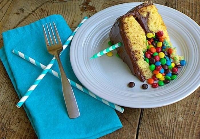 torte-zum-18-geburtstag-geburtstagstorten-ueberraschungstorte-bonibon-in-der-torte