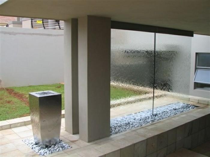 trennwand-wasserfall-trennwand-garten-larmschutz-garten-trennwand-glas-sichtschutz