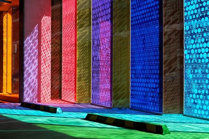 undurchsichtiges-glas-verschiedene-farben-trennwand-garage-trennwand-garten