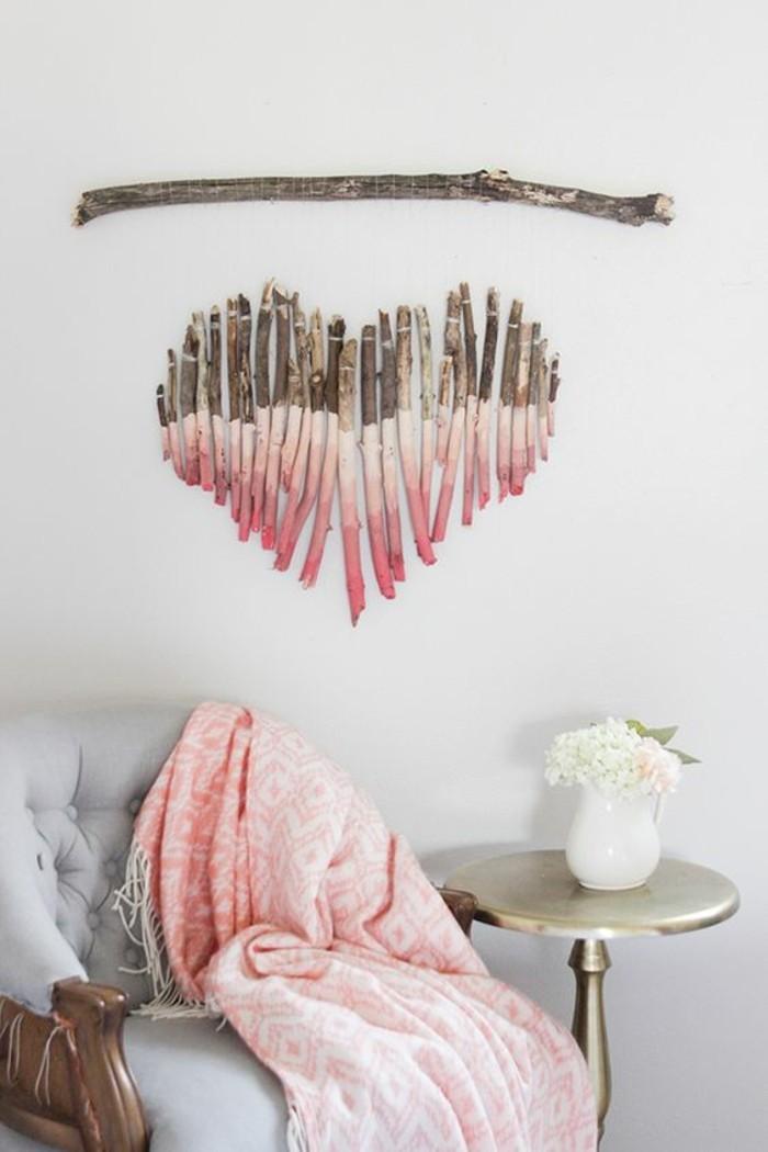 wanddeko-selber-machen-wanddekoration-ideen-rosa-herz-aus-holz-gestalten