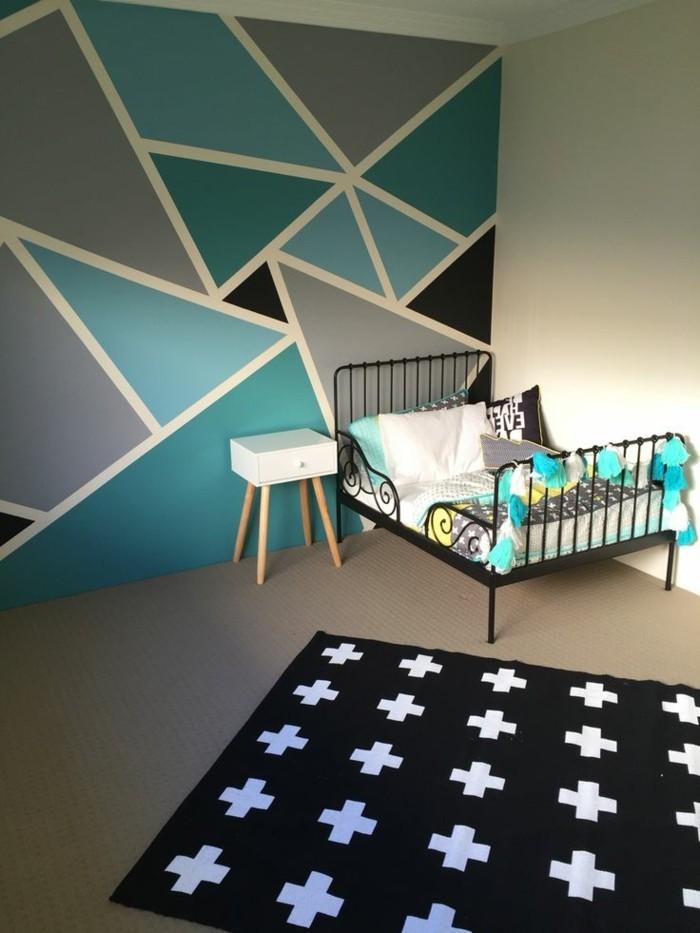 wandgestaltung-mit-farbe-kinderzimmer-schwarz-weisser-musterteppich-nachttisch-kleines-bett