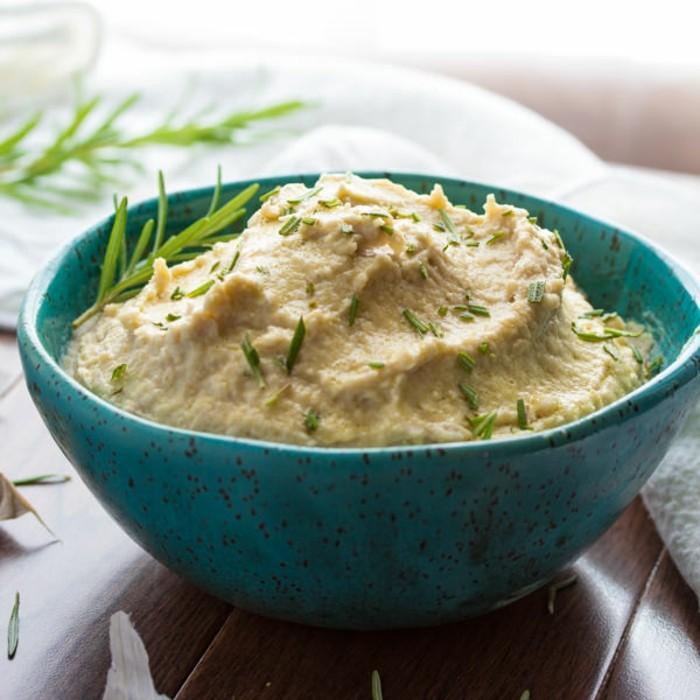weisse-bohnen-humus-mit-petersilie-leichtes-mittagessen-schnelles-mittagessen-gesundes-leckeres-essen