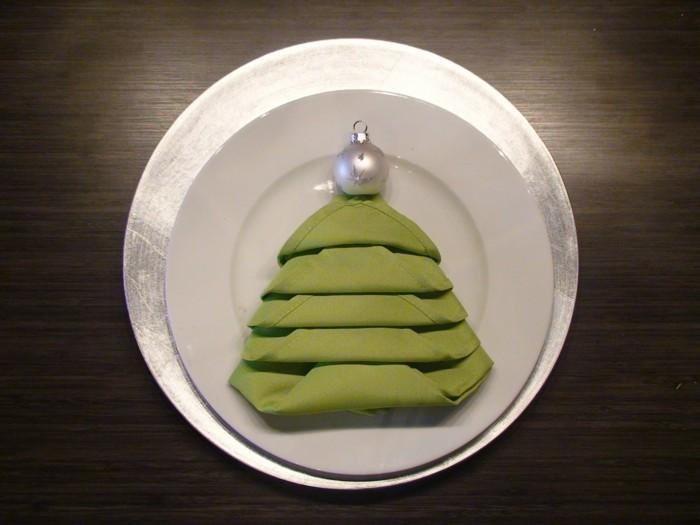 40 bildschöne ideen, wie sie servietten weihnachtlich falten ... - Weihnachtsservietten Falten
