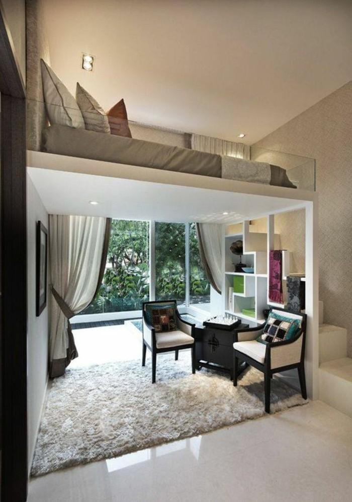 wohnung-einrichten-ideen-bett-wohnzimmer-stuehle-weisser-teppich