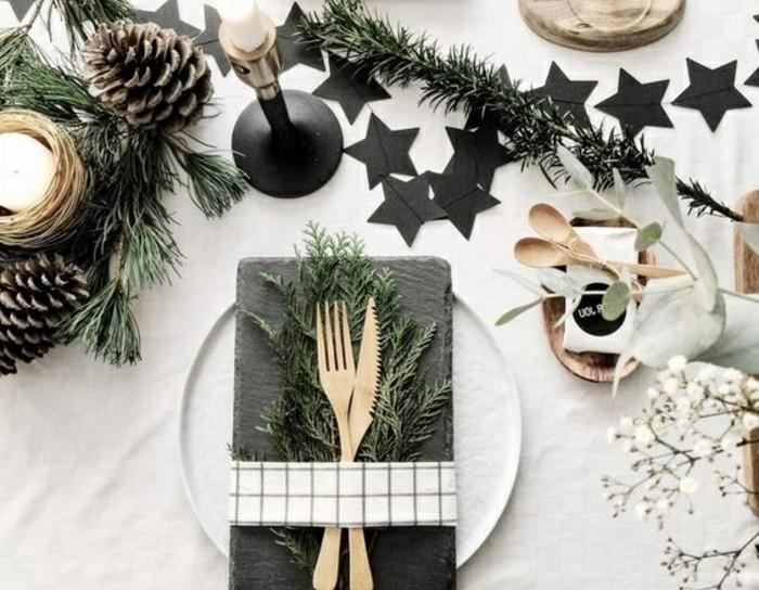 1-tischdeko-selber-machen-goldene-bestecke-schwarze-sterne-weihnachten