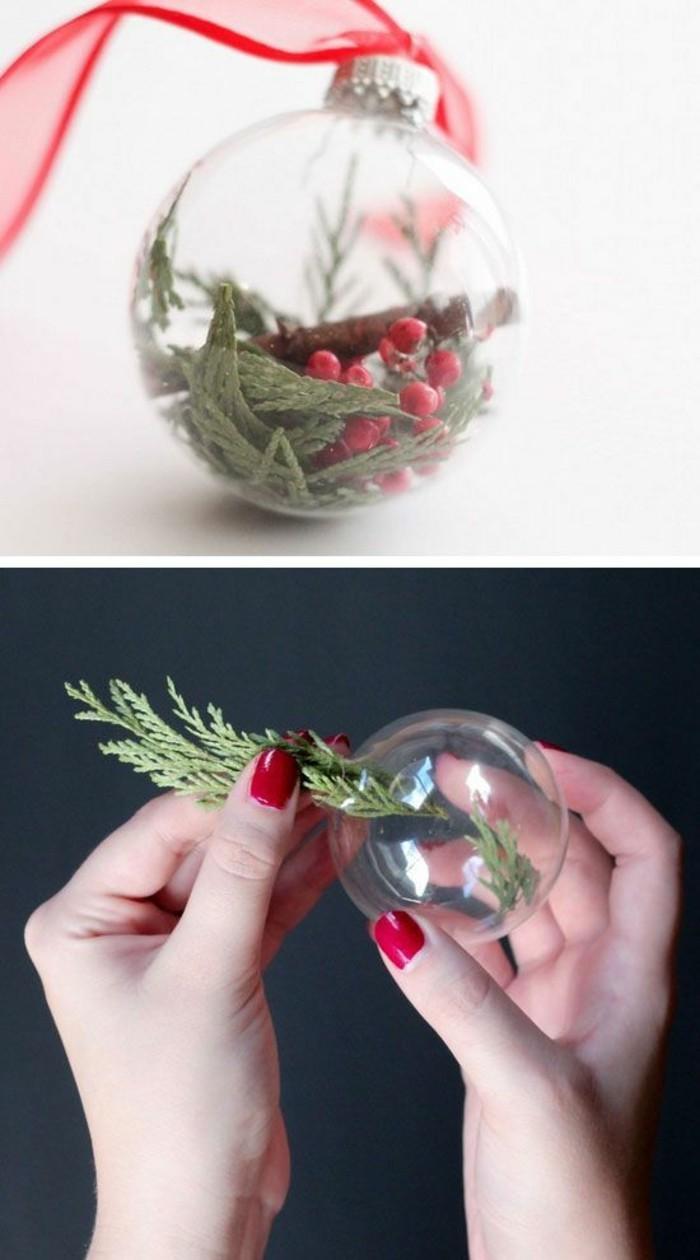 111-weihnachtsdeko-serlber-machen-weihnachtskugeln-aus-glas-mit-grunen-zweigen