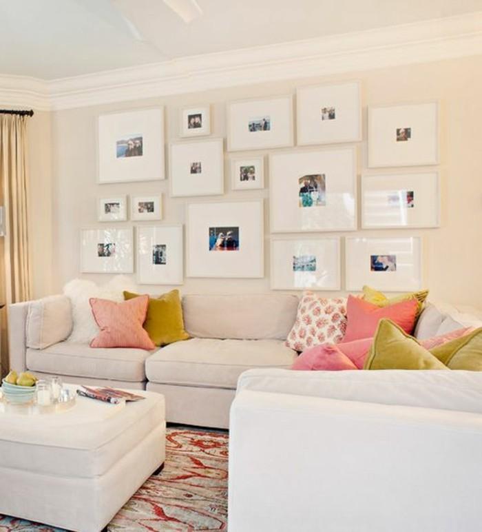 13-fotowand-ideen-familienfotos-weise-rahmen-sofa-dekokissen-kerzen