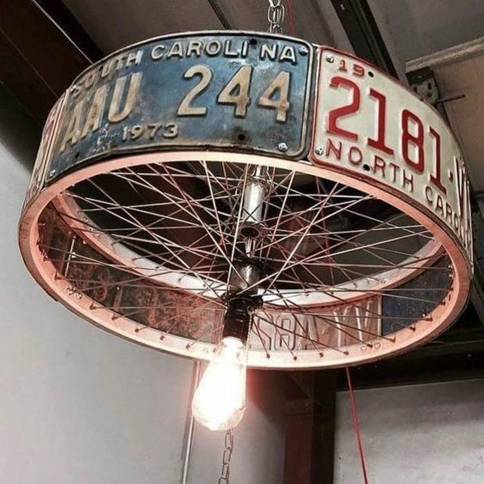 15-lampenschirm-basteln-aus-fahrradreifen-und-alten-autokennzeichen