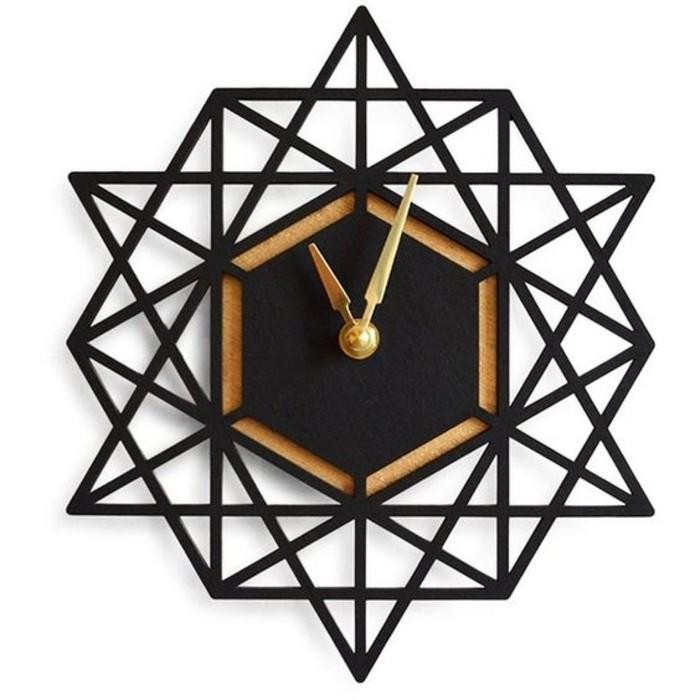 1wanduhr-design-wanduhr-aus-metall-mit-goldenen-zeigern-unregelmoessige-form