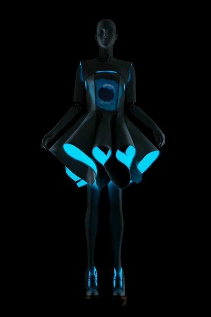 2silvester-outfit-kurzes-kleid-mini-led-lichter-silvester-outfits-blau-grau