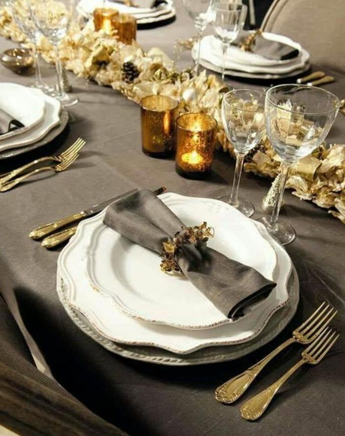 3-weihanchtsdeko-selbstgemacht-graue-tischdecke-goldene-kerzenhalter-bestecke-weinglaser
