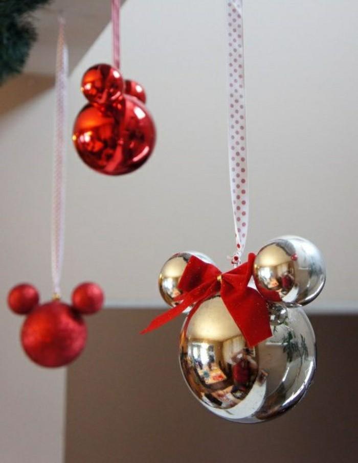 3-weinachtsbastelideen-weihnachtskugeln-rote-schleife-mickey-mouse-weihnachtsdekorationen